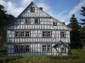Im ehemaligen Heimatmuseum in Döschnitz kann man zur Probe wohnen.